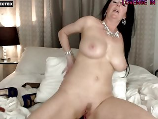 Arousing Housewife Likes To Play With Her Arousing Asshole