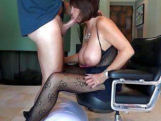 Amazing mom is having a hardcore sex