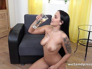 Jennifer Mendes Latina Curvy Teen Solo