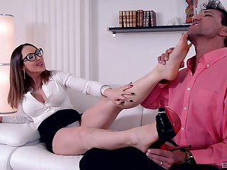 Wild fucking in the living-room with property sales girl Yasmin Scott